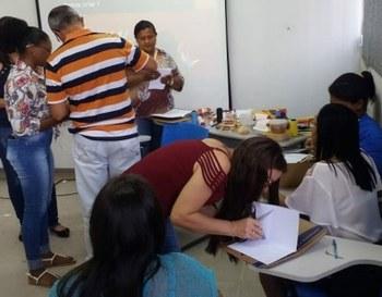Dinâmica de formação do curso para educadores da zona rural. Imagem: reprodução de rede social.
