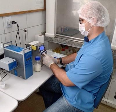 Laboratório de Qualidade do Leite - CCHSA - UFPB, Bananeiras, PB. Imagem de arquivo pessoal cedida pelo projeto.